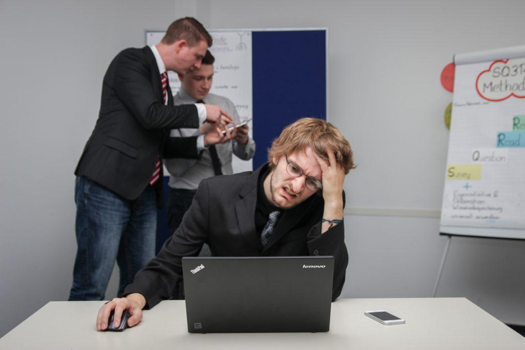 prokrastinácia, stagnácia, zamestnanec,