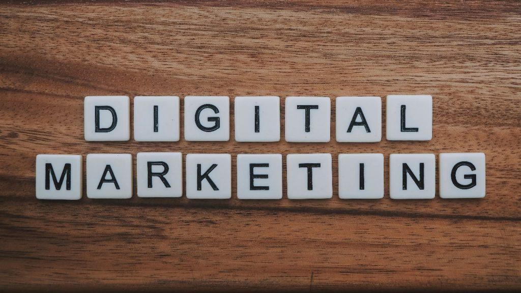 študuj digitálny marketing
